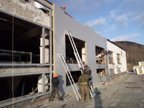 Главный корпус фабрики - демонтаж аварийных конструкций, изготовление и монтаж новый конструкций здания, восстановление помещения операторской